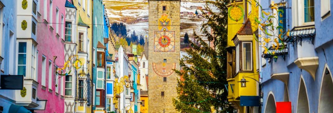 Bunte Häuser in Bozen, Italien