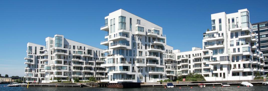 Ufer mit Bürogebäuden in Kopenhagen