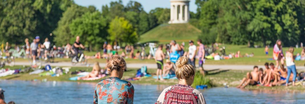 People relaxing in the summer at the Englischer Garten