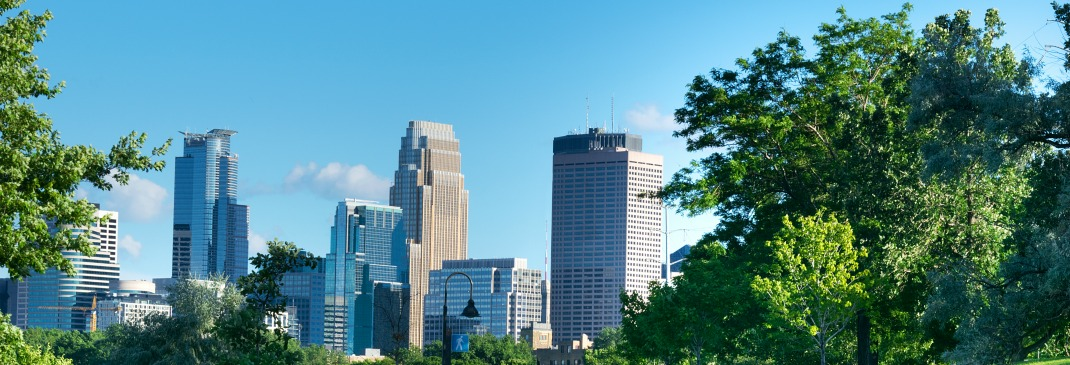 Skyline von Minneapolis im Sommer