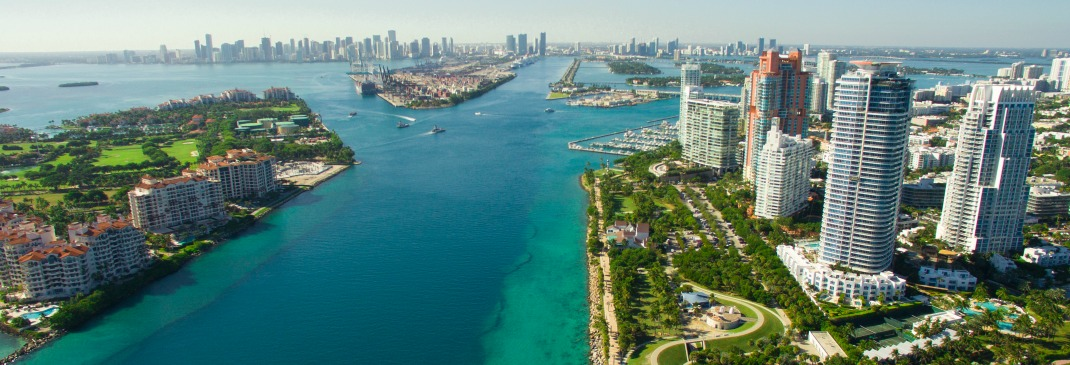 Panoramablick über Miami im Sommer