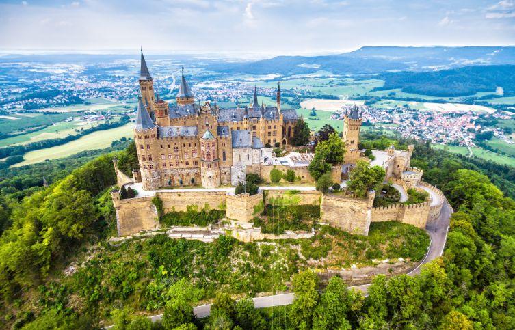 Burg Hohenzollern aus der Luft.