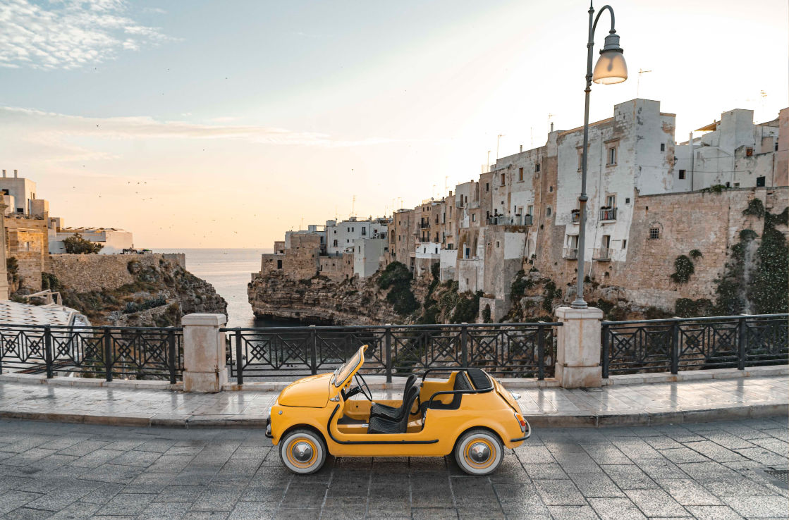 Side shot of the Fiat 500 Jolly Spiaggina in an old Italian town