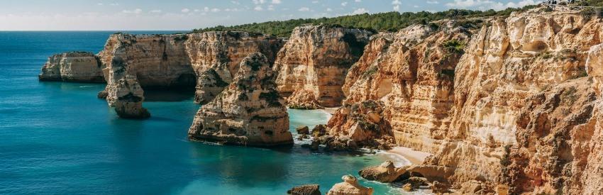 De indrukwekkende kustlijn van Portugal banner