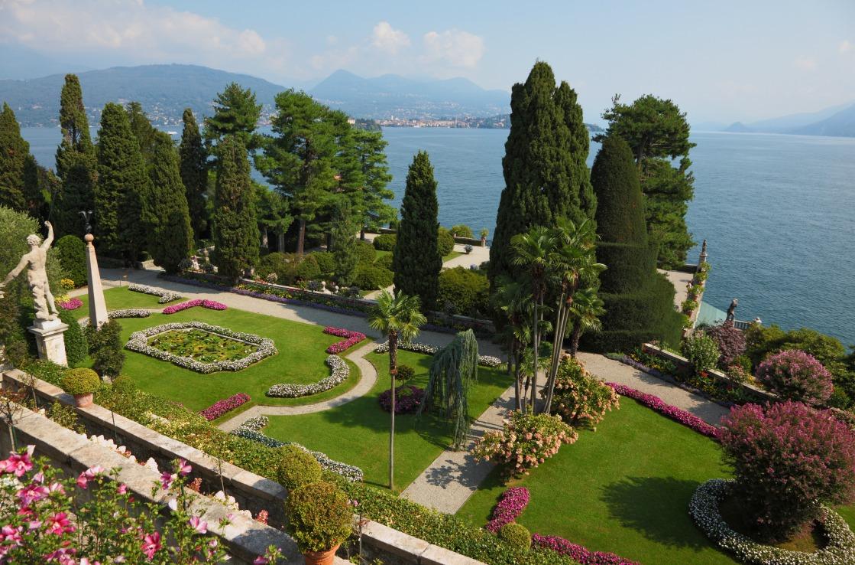 Park vor dem Lago Maggiore in Norditalien