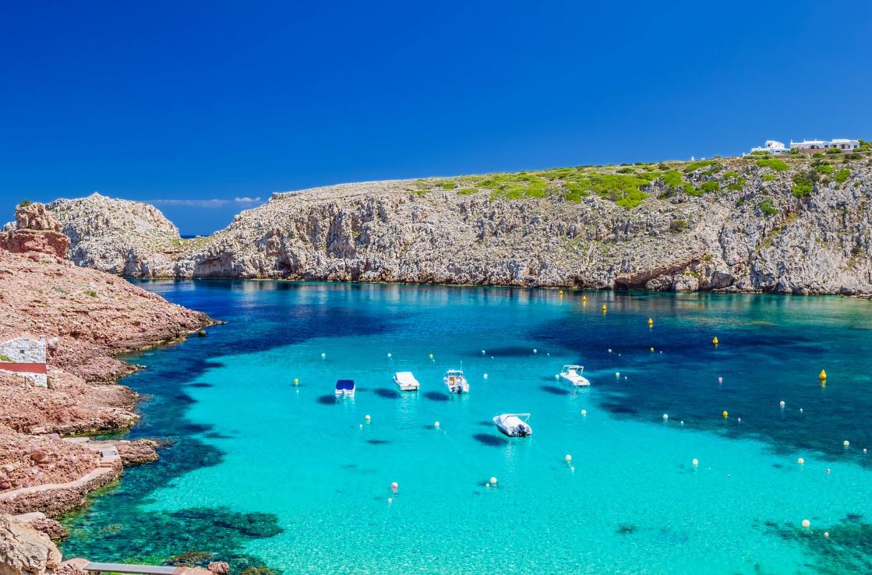 Blick auf See und Meer auf Menorca, Spanien