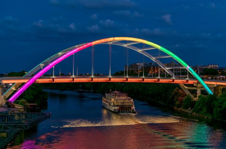 Regenbogenbrücke während des Pride-Festivals in Nashville.