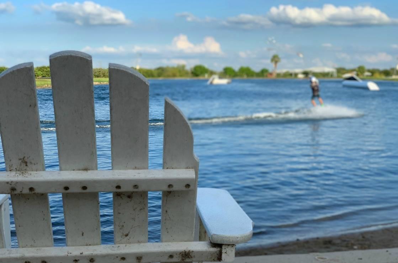 See bei Austin mit Wakeboardern.