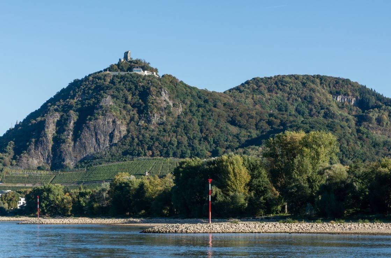 Blick auf Drachenfels und das Siebengebirge.