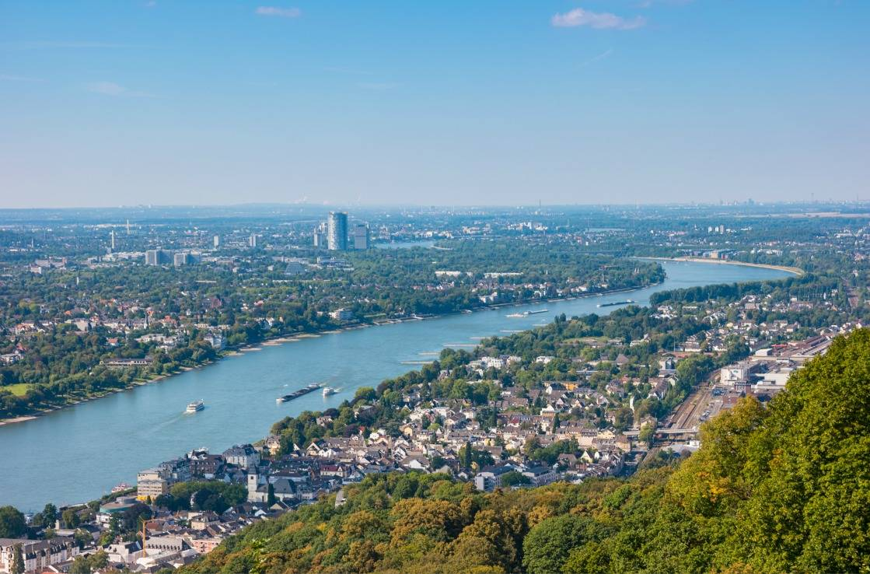 Panoramablick vom Drachenfels über die Umgebung.