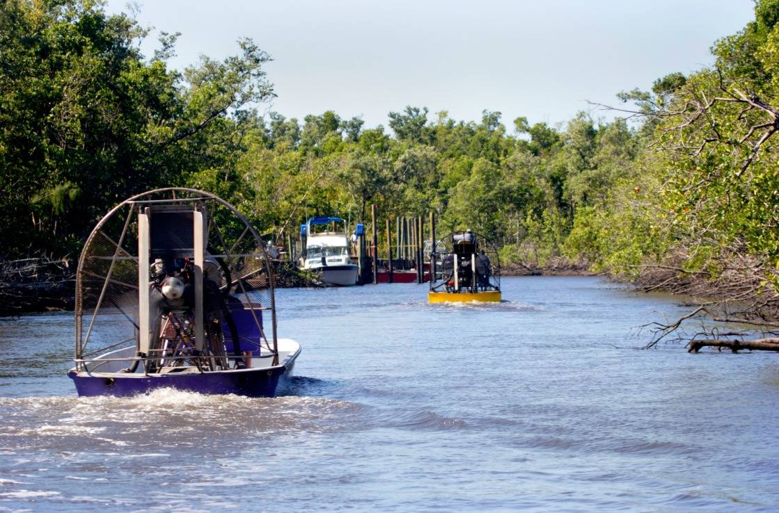Airboats in den Everglades nahe Miami.