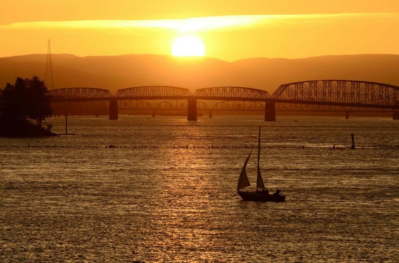 Boote in Portland bei Sonnenuntergang.