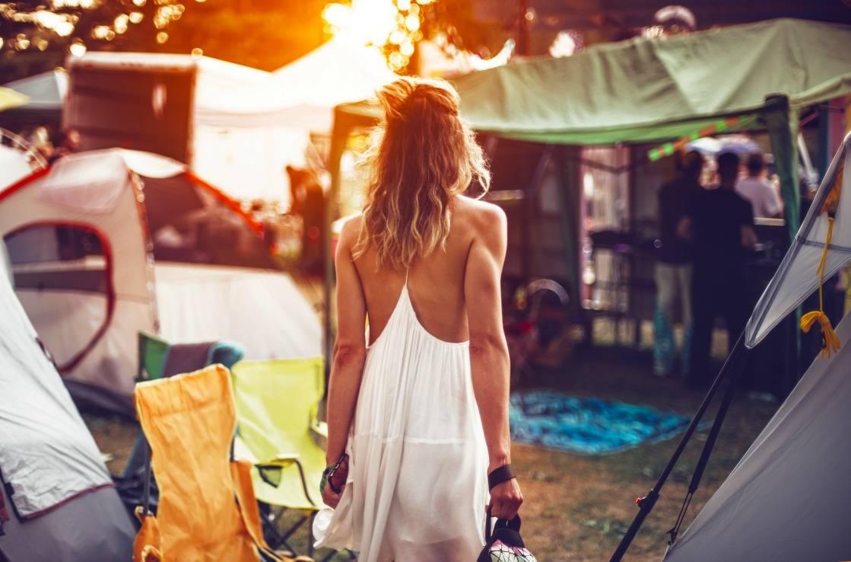 Frau im Hippie-Outfit bei Coachella.