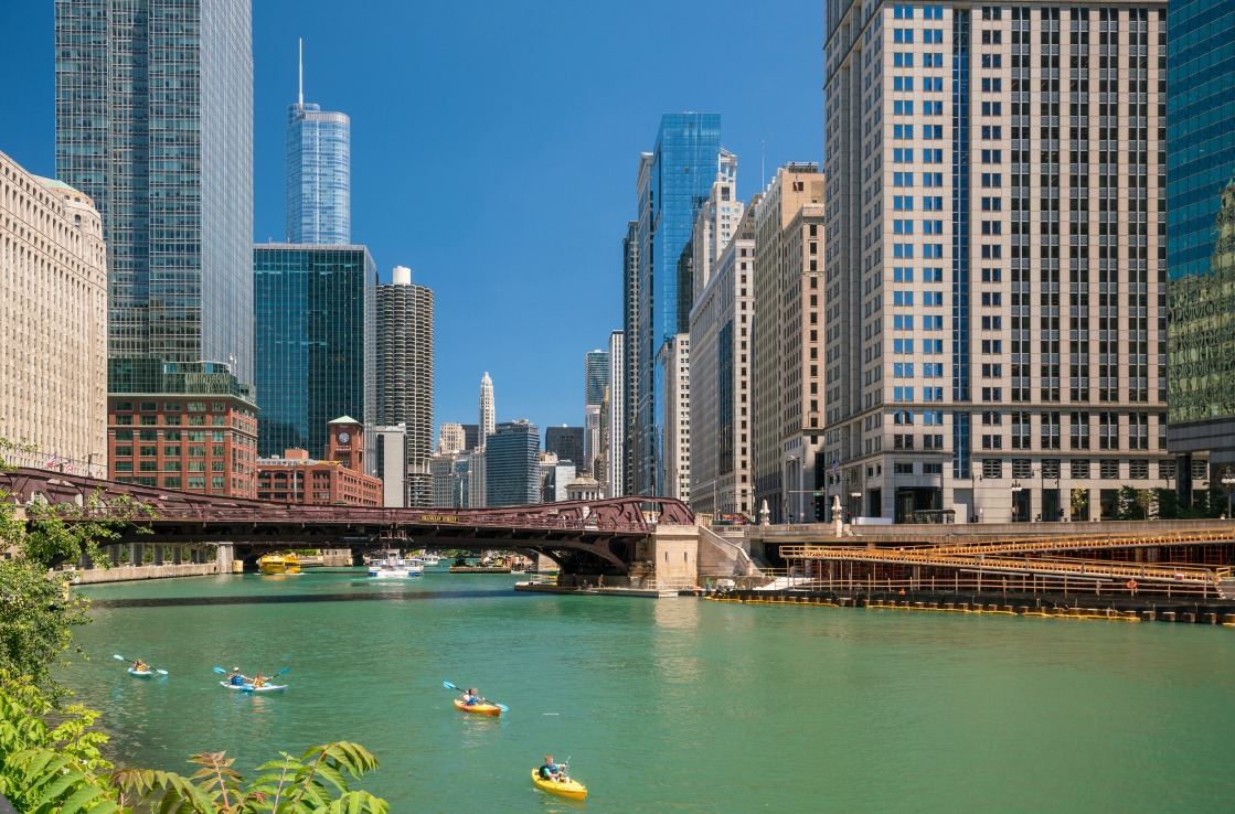 Kayaks auf dem Chicago River