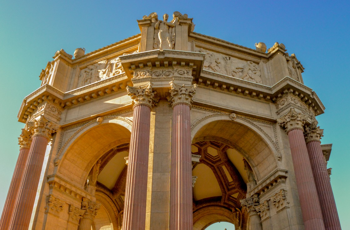 Palace of Fine Arts vor blauem Himmel in San Francisco