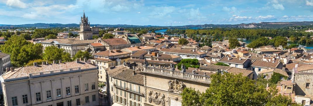 Avignon Est Facile Dacces Puisque Parfaitement Situee Entre LA9 Et LA7 Dispose Dun Aeroport International Vols Vers La France Le Royaume Uni