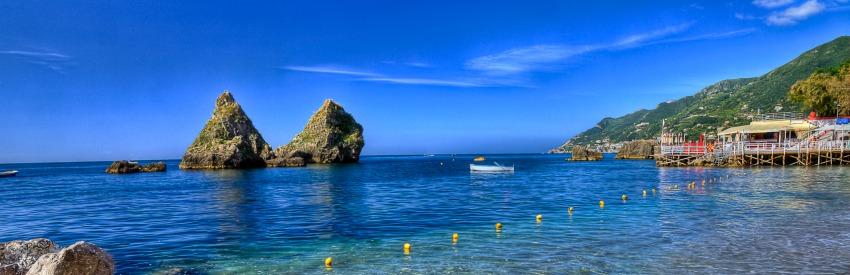 La bellissima costiera amalfitana e la città di Salerno banner