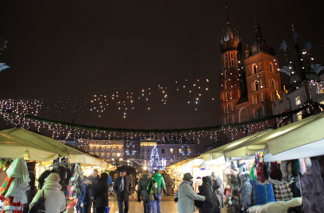 krakow christmas market at night