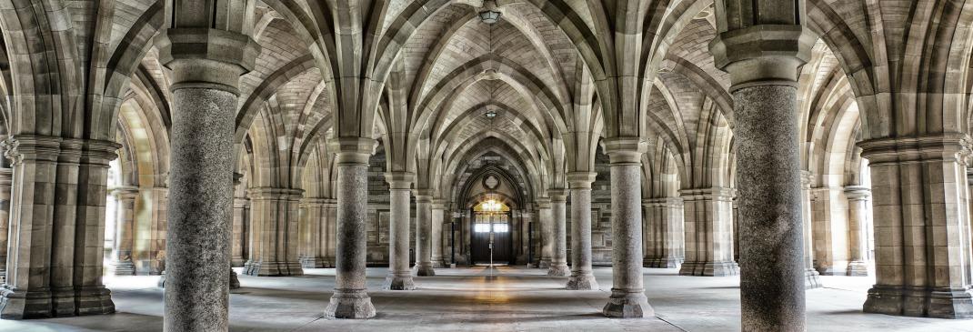 Ein Blick auf das Innere der Glasgow Cathedral