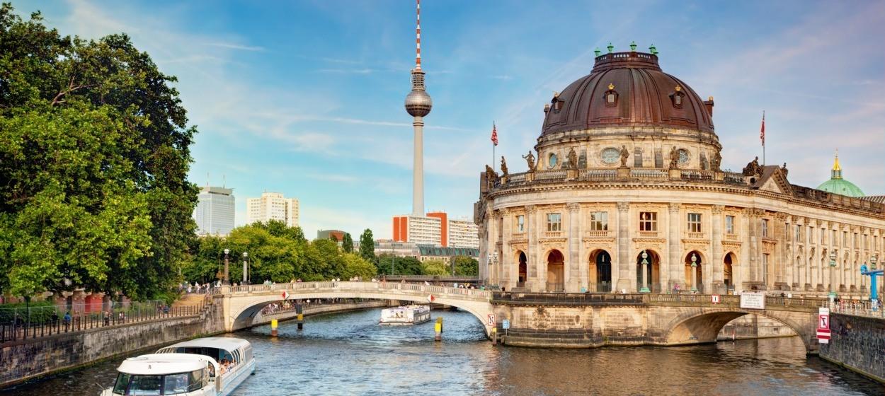 Car hire berlin tegel airport hertz car rental for Berlin tegel rent a car