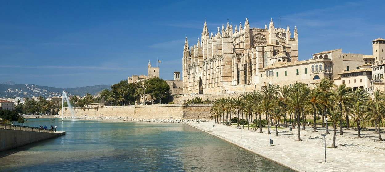Car rental palma de mallorca book car hire online with hertz for Tintoreria palma de mallorca